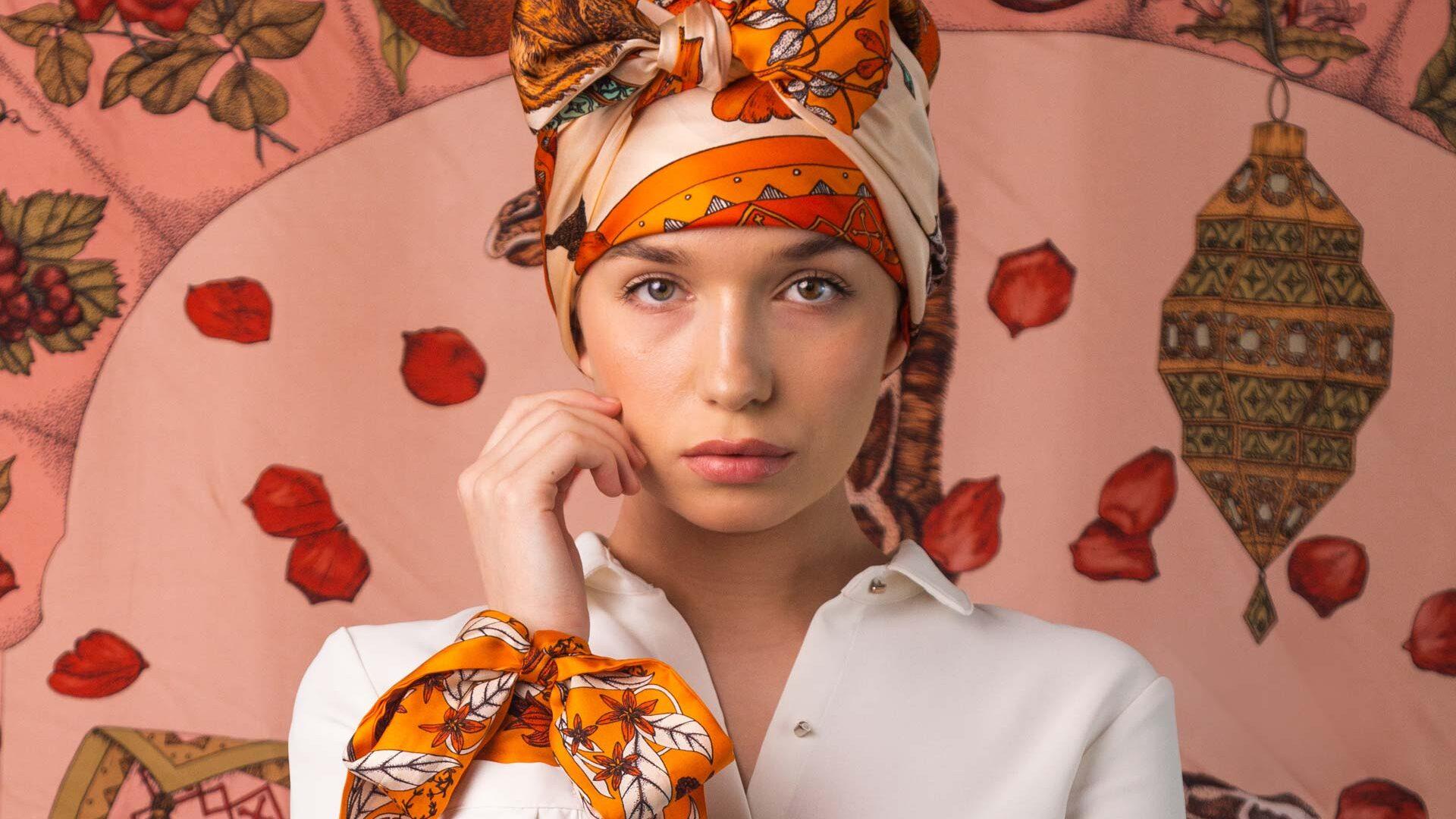 How to wear silk scarf